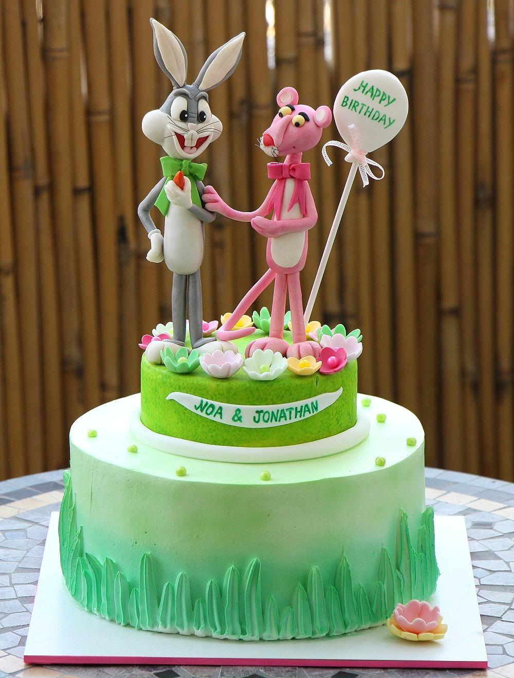 עוגת הפנתר הוורוד ובאגס באני