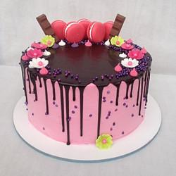 עוגת זילוף ומקרונים