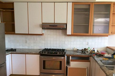 Kitchen Cabinet Refacing - old backsplash an gas range wit granite countertop