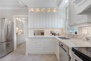 Beautiful custom kitchen cabinets in Toronto