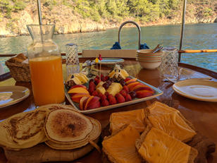 Breakfast at Sailing Chef.jpg