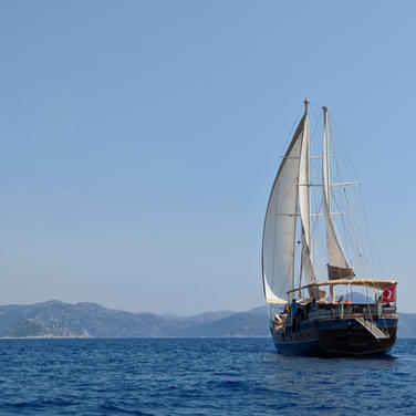 Sailing in a breathtaking landscape