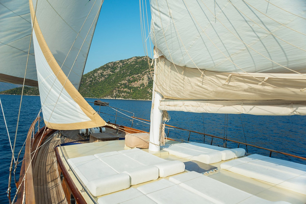 Sailing Chef sails the Aegean sea along the breathtaking coast of South-West Turkey and the Greek Islands