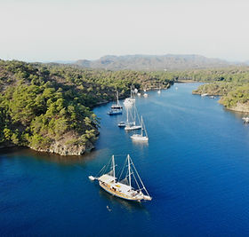Sailing Chef in breathtaking bay in the