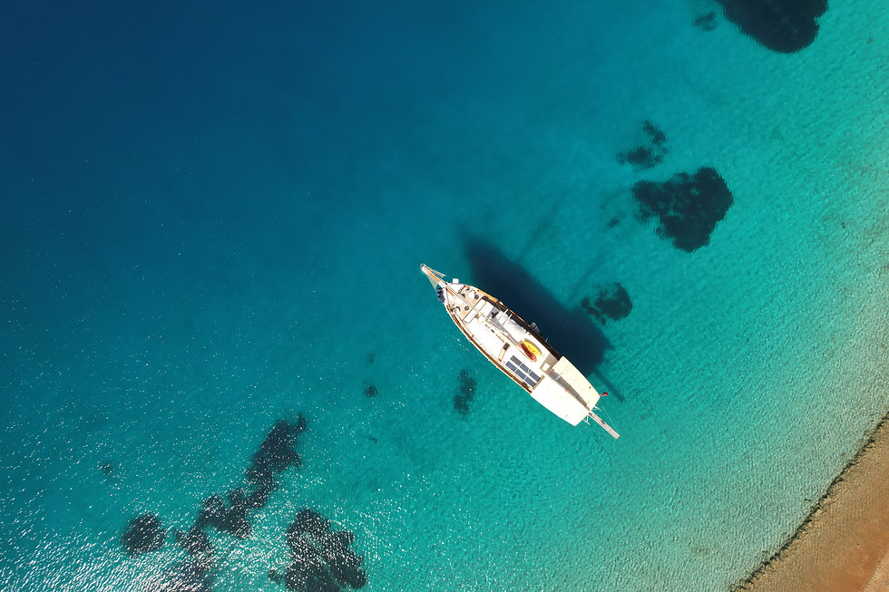 Sailing Chef Gulet from above in turquoi