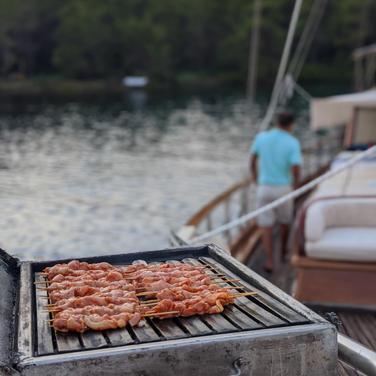 Barbecue on baord Sailing Chef Blue Cruises