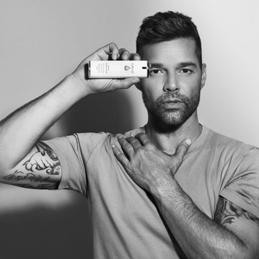 Ricky Martin sella acuerdo comercial con empresa dermocosmética Kumiko