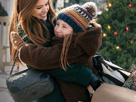 El 4 de diciembre Disney+ estrena la mágica comedia navideña Amadrinhada