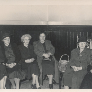 807 Women in Hall