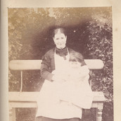 1206 Lady with child on Bench