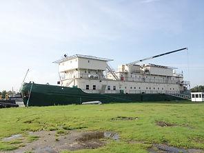 Accommodations barge at www.shipworldbro
