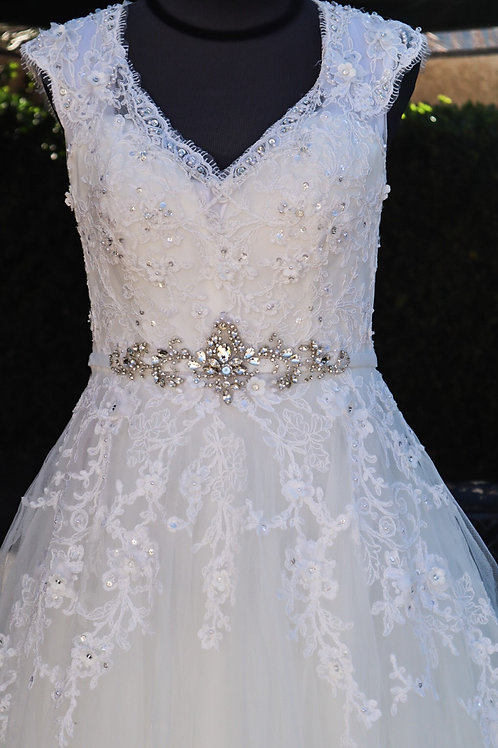 Savoys white lace