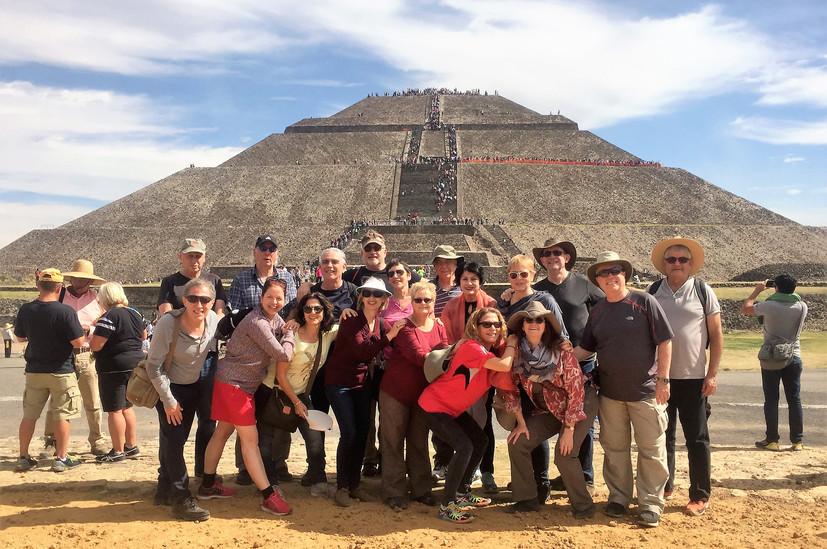 1.peregrinos piramide.jpg