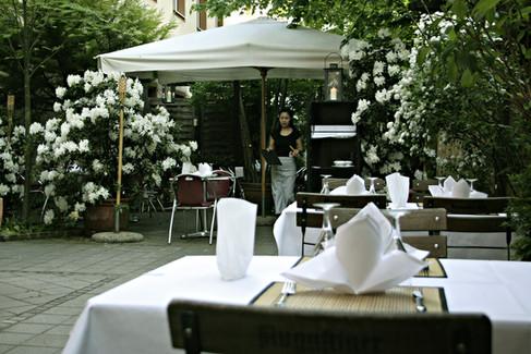 Asiatisches Restaurant im Hinterhof, Tulbeckstraße, Westend München