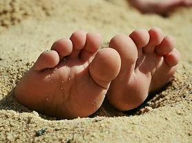 feet-717507_1920.jpg