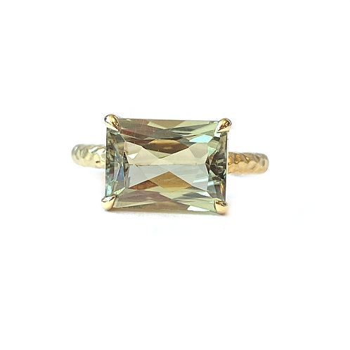 CUSTOM-MADE GIA CERTIFIED COLOR CHANGING ZULTANITE 18KT YELLOW GOLD RING