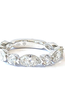 2.17CTTW. MARQUISE & ROUND DIAMOND BAND