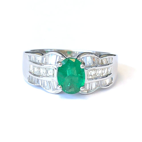 WHITE GOLD OVAL GREEN EMERALD AND DIAMOND RING