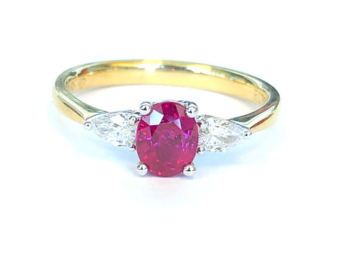 CLASSIC RUBY & DIAMOND THREE STONE YELLOW GOLD RING