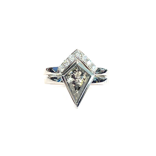 1.93CT. ROSE CUT KITE SALT n' PEPPER DIAMOND RING SET 18KTWG