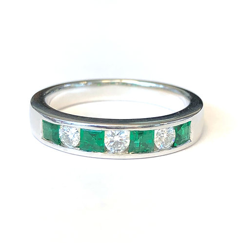 CHANNEL SET EMERALD & DIAMOND BAND