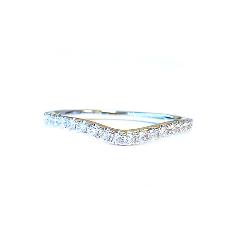 0.21CTTW. CURVED COUTURE DIAMOND BAND