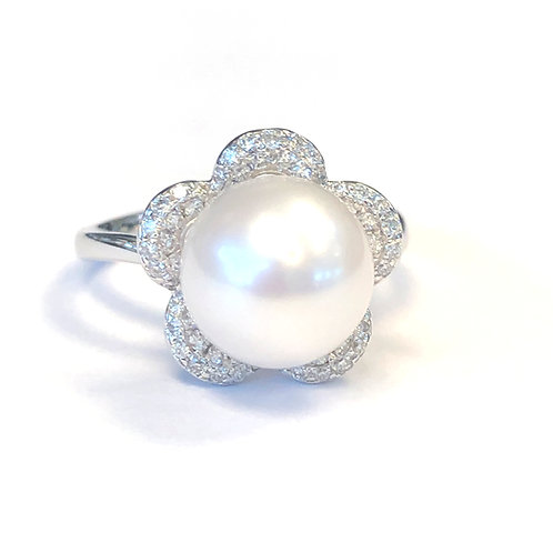 10.5MM CULTURED PEARL FLORAL DIAMOND RING