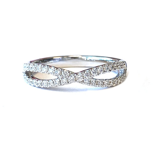 DIAMOND CROSSOVER BAND RING IN 18KT WHITE GOLD