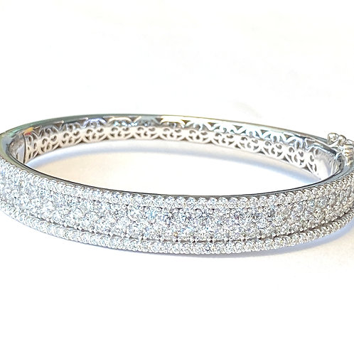 7.05CT. 14KT WHITE GOLD DIAMOND BANGLE