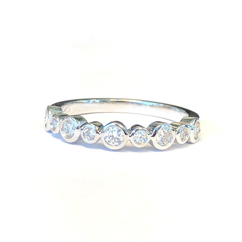 BEZEL SET ALTERNATING ROUND DIAMOND BAND