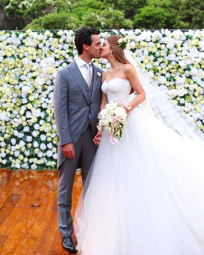 Flores e Elegância compõe o casamento de Marina Ruy Barbosa