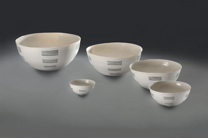 Keramik Schale getöpfert mit Porzellanton und Muster