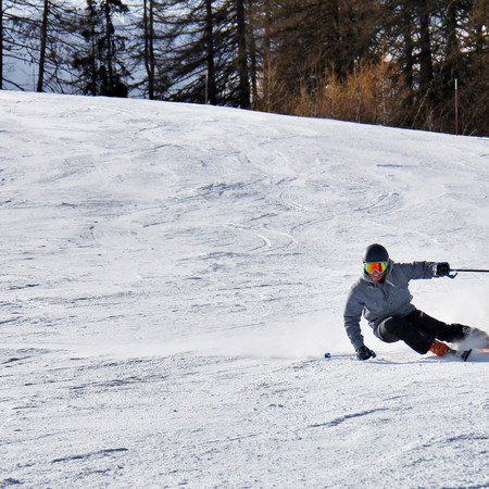 HOW TO CHOOSE DOWNHILL SKIS