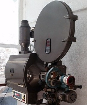 Picture of an antique video camera - courtesy of pixabay.com