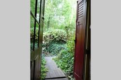 Porte fenêtre donnant sur le jardin