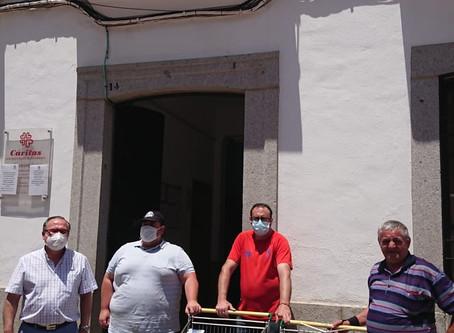 Alba Ganaderos sigue repartiendo leche a Cáritas y a otros colectivos necesitados