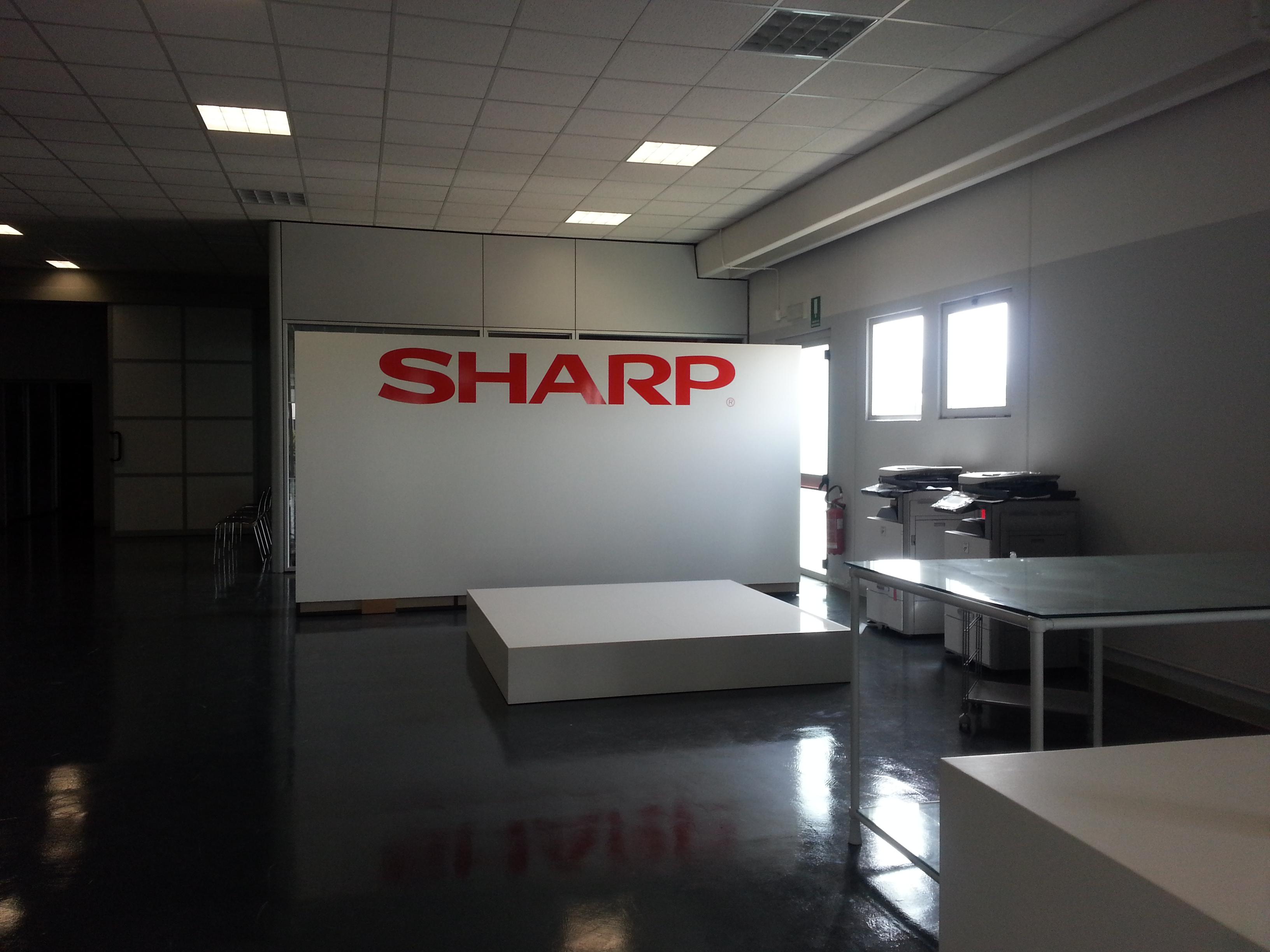 Adesivo su muro SHARP