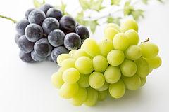 gigantic peak and muscat grapes.jpg