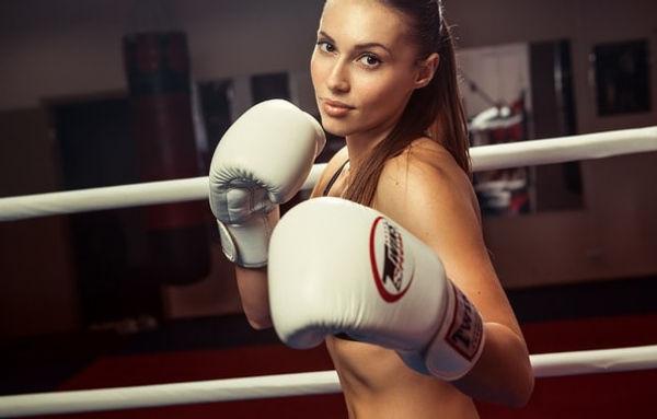 тренировки для девушек, самооборон адля женщин метроу Университет