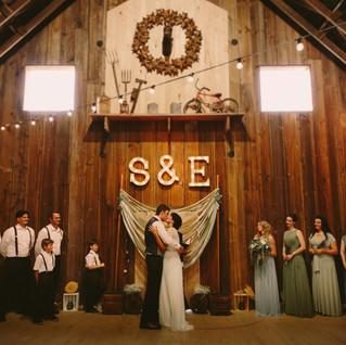 Elizabeth & Skyler   Woodland Washington   Barn Wedding