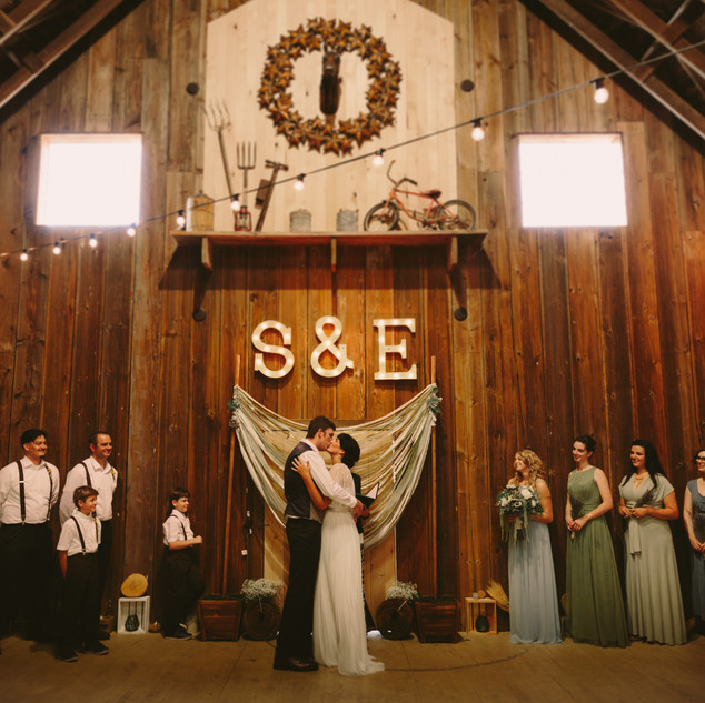 Elizabeth & Skyler | Woodland Washington | Barn Wedding