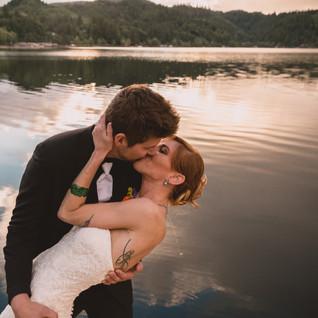 Alli & Brennen   Triangle Lake Oregon   Lakeside Wedding