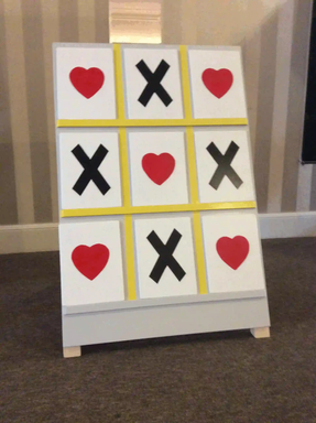 noughts and crosses hearts and kisses garden gameebp