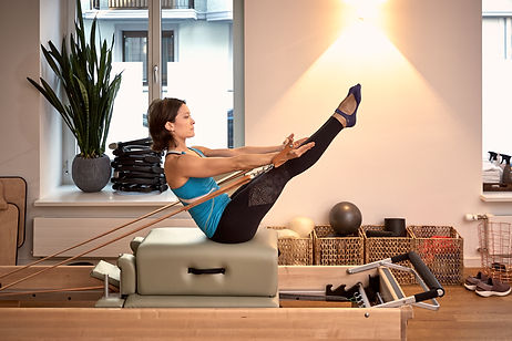 Teaser Refomer - Best Training - Deep muscles - Pilat Creative-Pilates.chs for musicians - Creative-pilates.ch