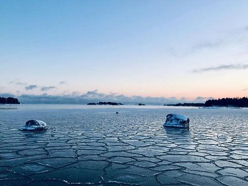 Helsinki_frozen_sea.jpg
