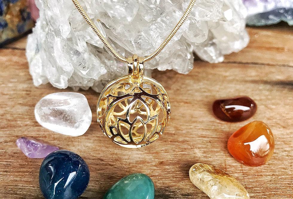 Coleção Kit Zen Equilíbrio Chakras Flor de Lotus Dourado by Bluegaya, Corrente + Pingente Bauzinho + 7 Pedras Naturais