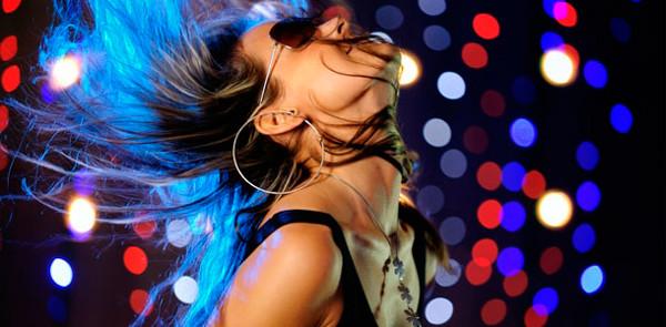 Chica bailando reggaeton U-Party Grupo Musical Versátil Toluca
