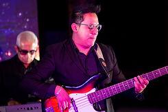Grupo Musical Mandarina Show Bajo.JPG