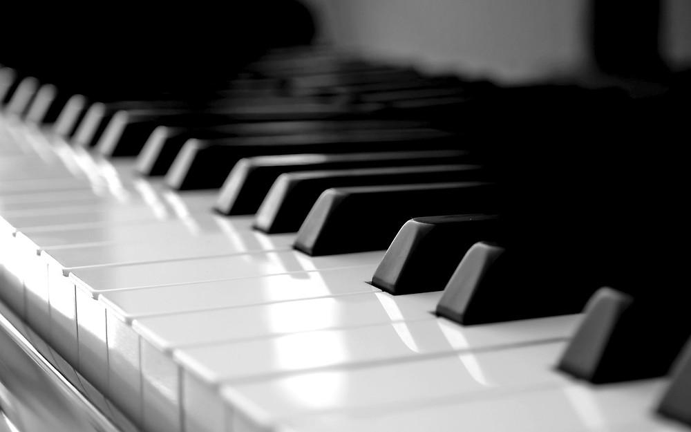 Piano de U-Party Grupo Musical Versátil