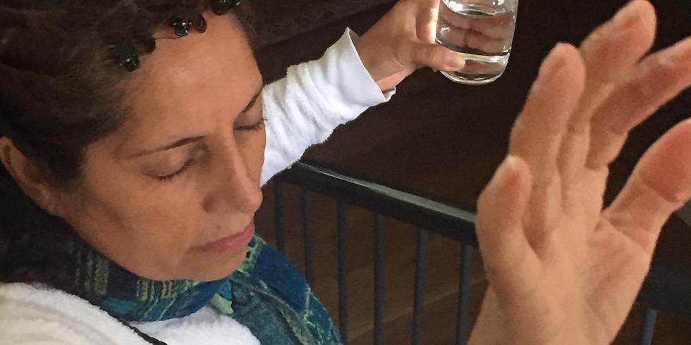 בשל המצב הפוליטי בצ'ילה, ביקורה של ההילרית מגי לופז נדחה עד להודעה חדשה